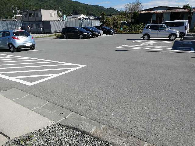 白狐公園駐車場